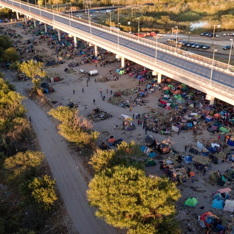 EE.UU. desmantela el campamento de haitianos en Texas