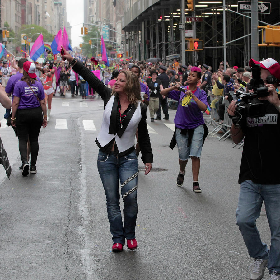 Dra. Polo en el gay parade en Nueva York