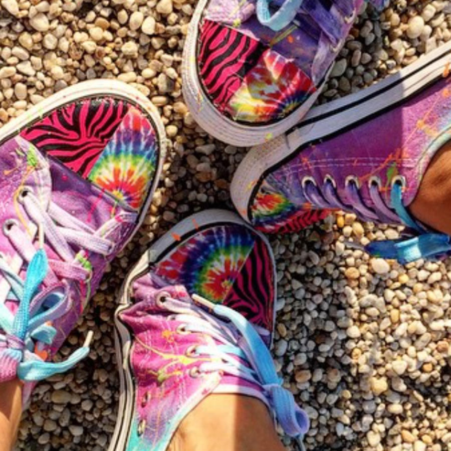 Hija de Thalía diseña zapatillas