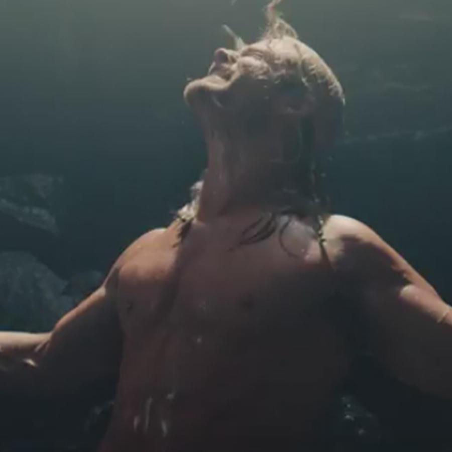 """Chris Hemsworth mojado y sin camisa en una escena nunca antes vista de """"Avengers: Age of Ultron"""""""