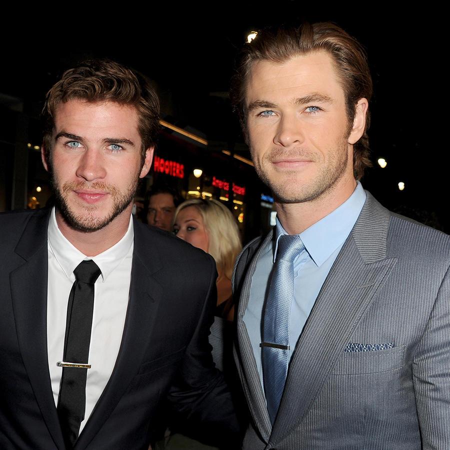 """Liam Hemsworth y Chris Hemsworth en la premiere de """"Thor: The Dark World"""""""