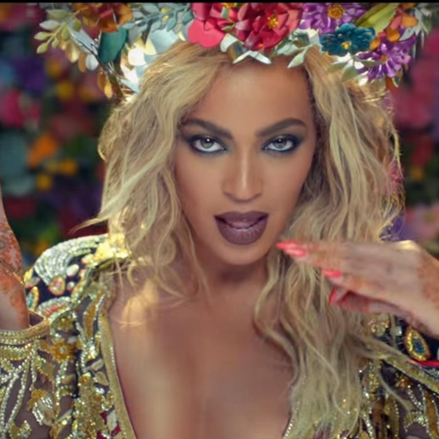"""Beyoncé en el video """"Hymn for the weekend"""" de Coldplay"""