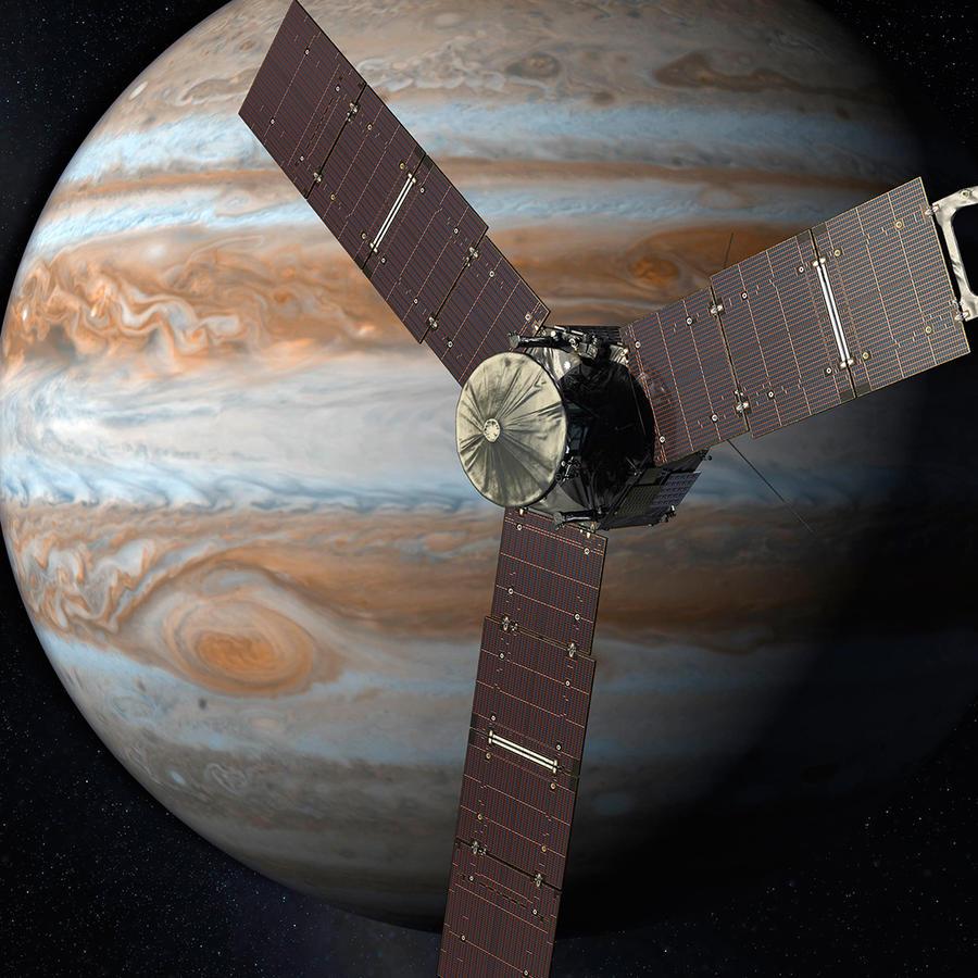 En esta interpretación artística creada por la NASA y JPL-Caltech se ve la nave espacial Juno mientras sobrevuela Júpiter. Juno entró a la órbita del gigantesco planeta de gas el 4 de julio de 2016, cinco años después de su lanzamiento.