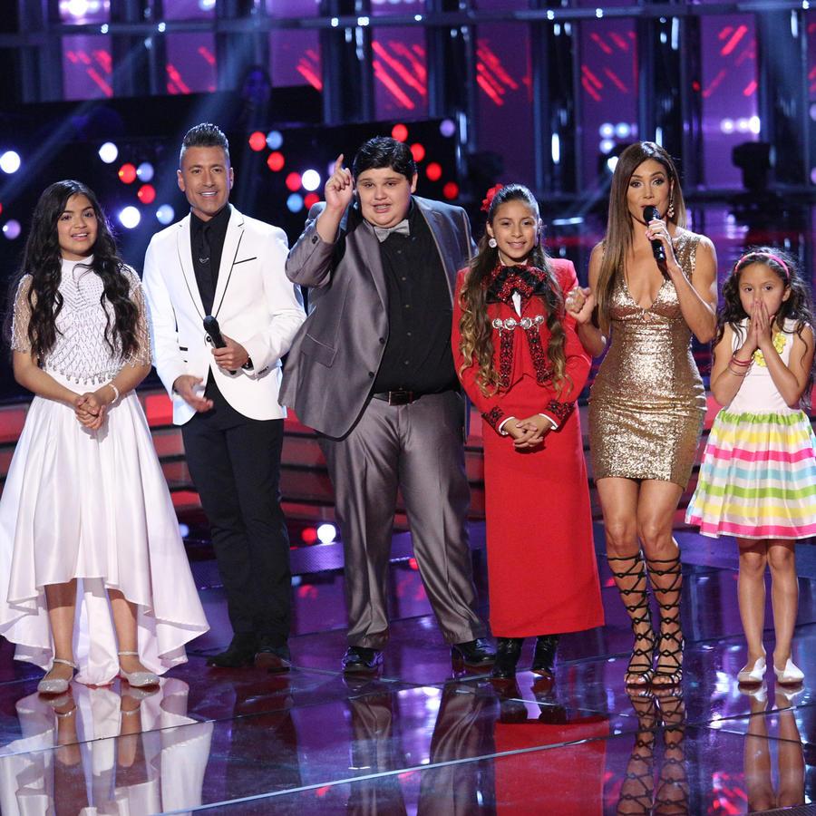 Jorge Bernal y Patricia Manterola junto a los 6 finalistas de La Voz Kids 2016