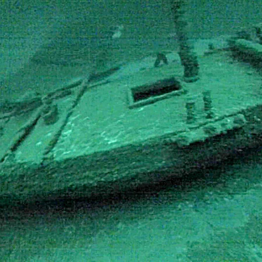 Esta foto del 16 de julio de 2016 tomada bajo el agua muestra la corbeta Washington, que naufragó durante una tormenta en 1803.