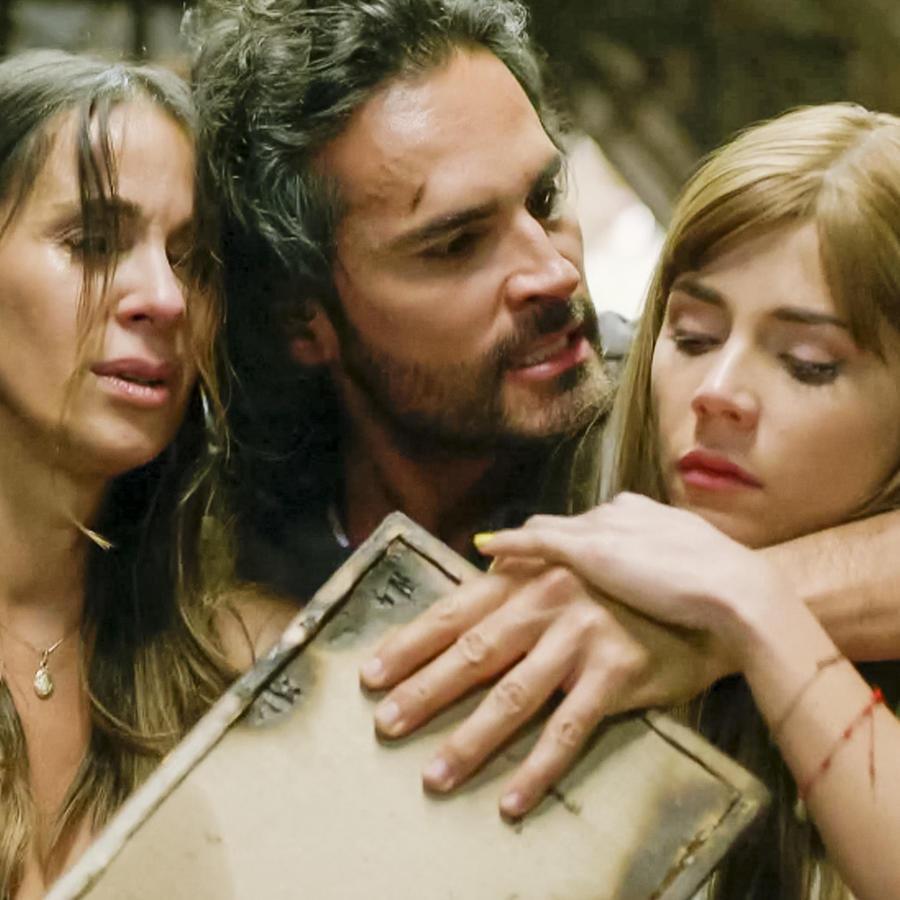 Johanna Fadul y Juan Pablo Urrego en Sin Senos Sí Hay Paraíso