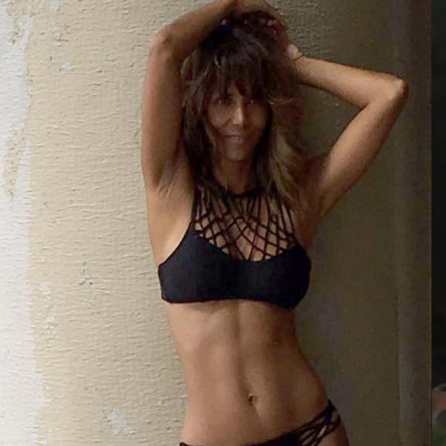 Halle Berry hace striptease en Instagram