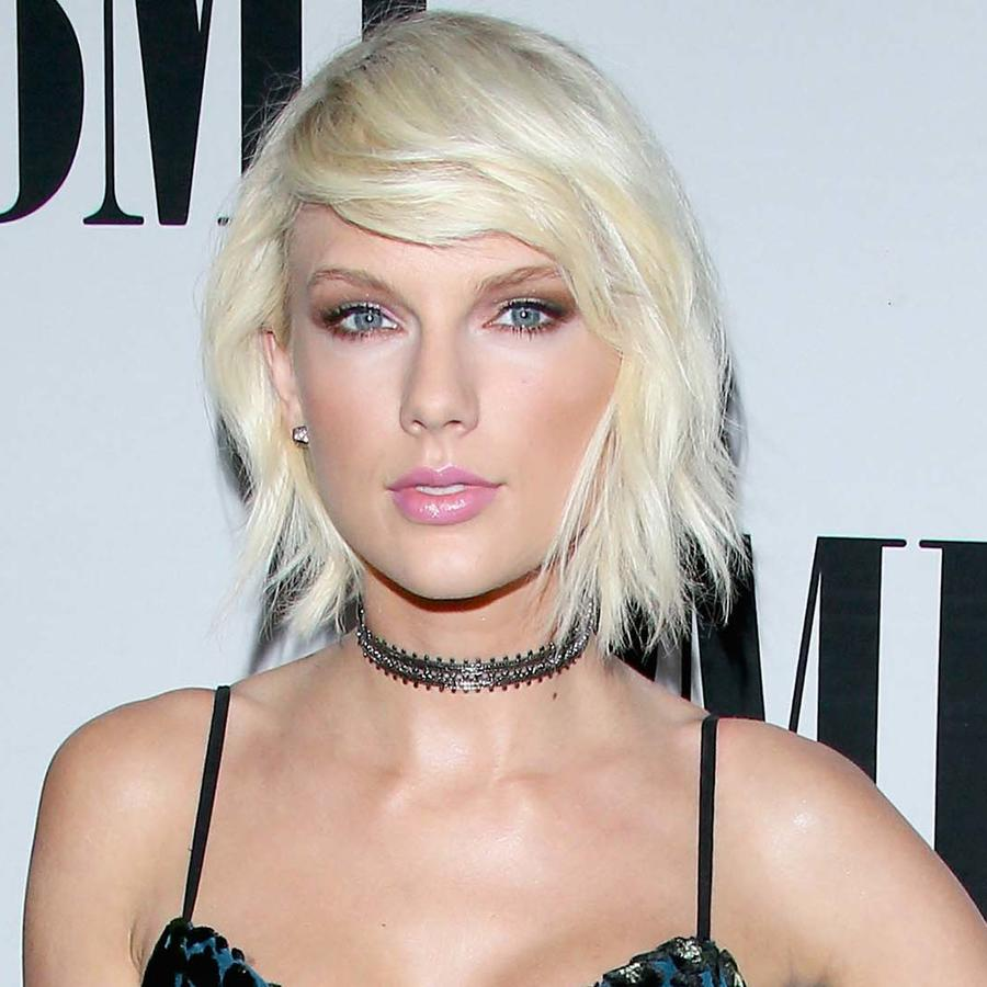 Taylor Swift modelando