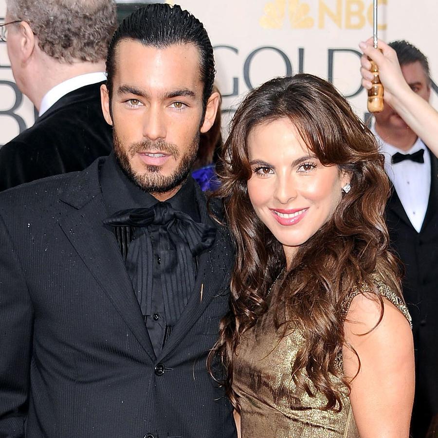 Aaron Diaz y Kate del Castillo en la alfombra roja de los Golden Globe Awards 2010