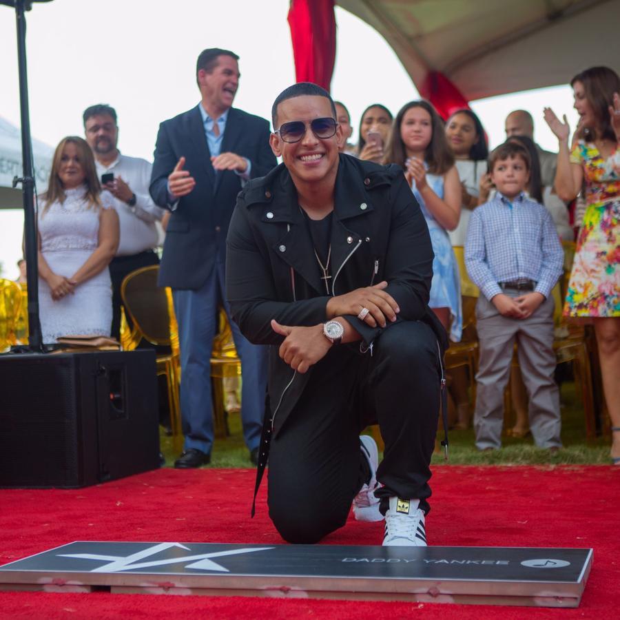 Daddy Yankee en el Paseo de la Fama en Puerto Rico