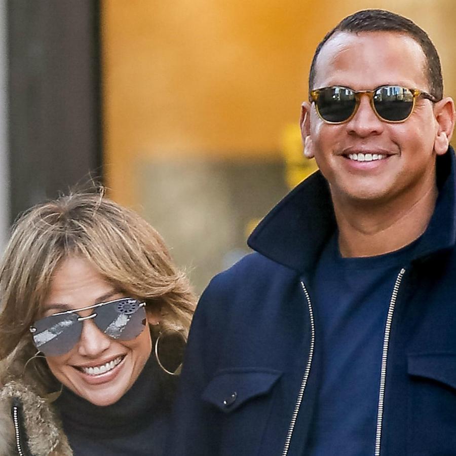 Jennifer Lopez y Alex Rodriguez caminando