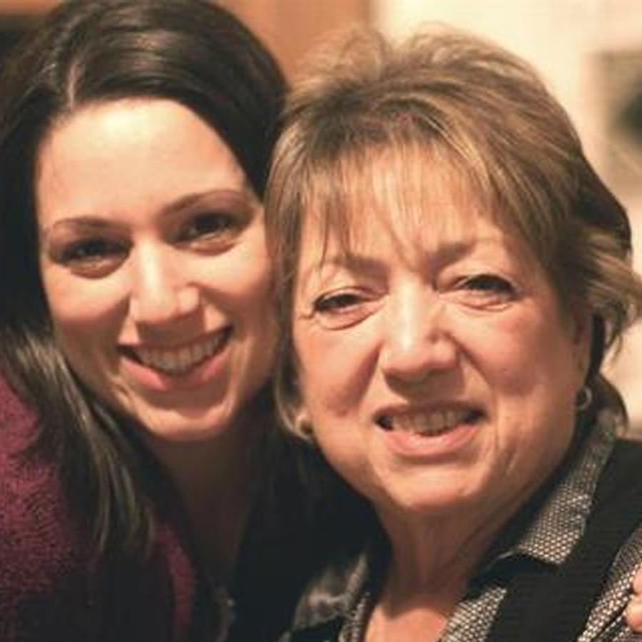 Jessica Wolstenholm con su madre