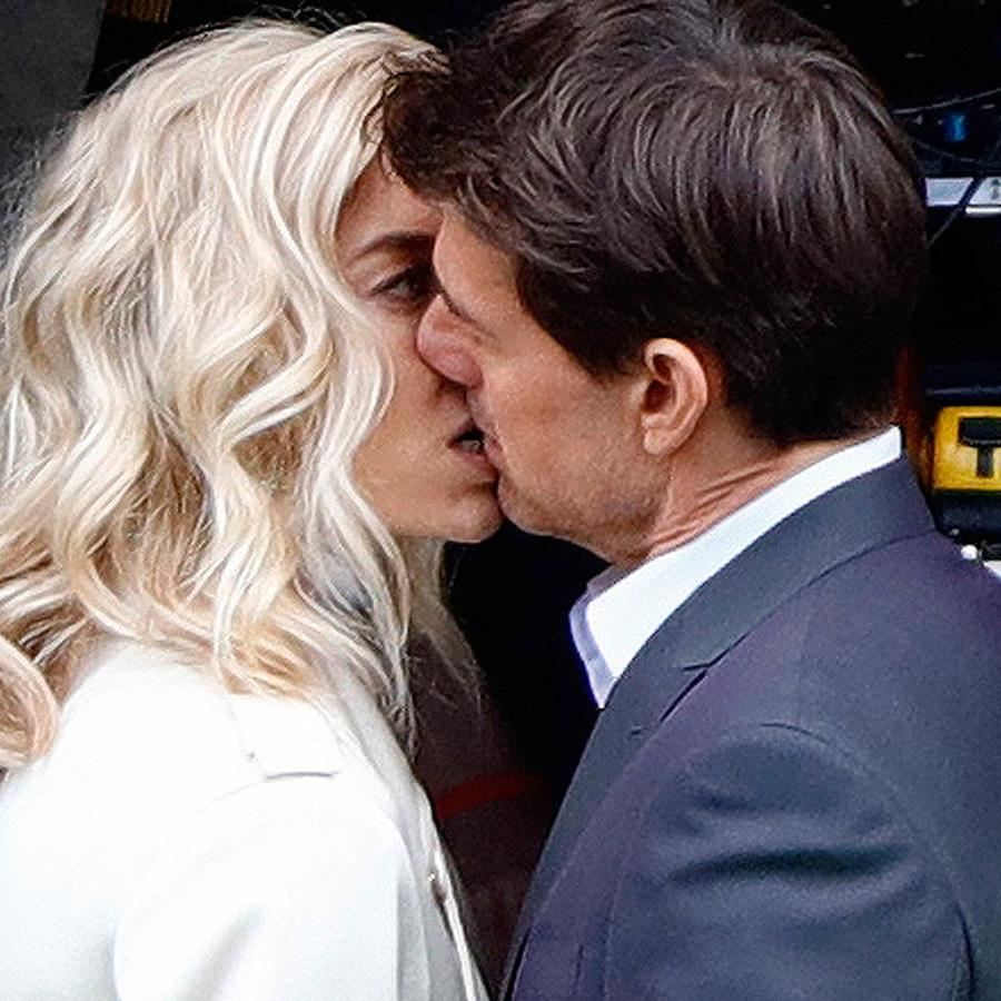 Tom Cruise y Vanessa Kirby besándose