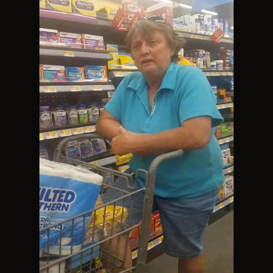 Una mujer insulta a una mexicana en medio de un supermercado (VIDEO)