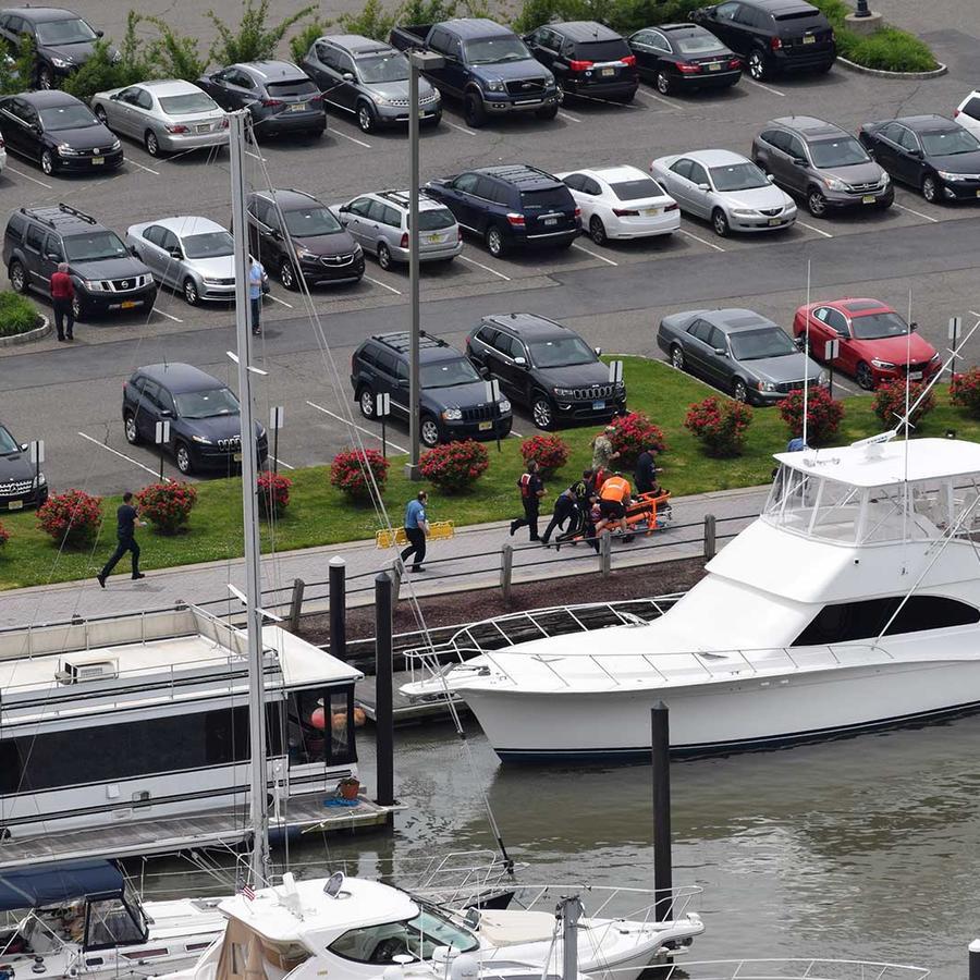 La Guardia Costera la Guardia Costera acudió a recuperar del agua al paracaidista, quien fue declarado muerto en el Centro Médico Nueva Jersey el domingo 28 de mayo del 2017
