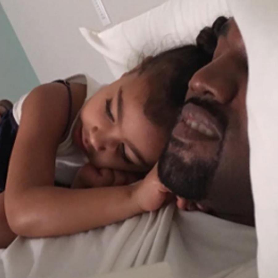 Kanye West con su hija North West