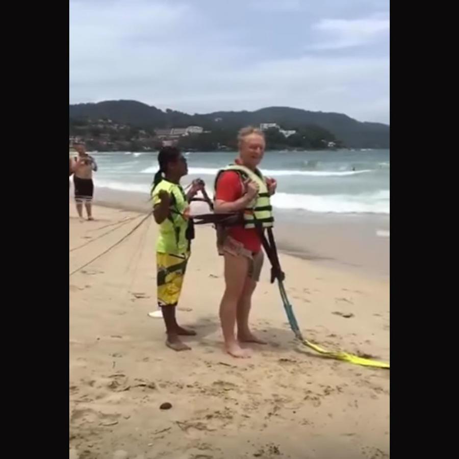 Muere un turista australiano delante de su esposa practicando «parasailing» (VIDEO)