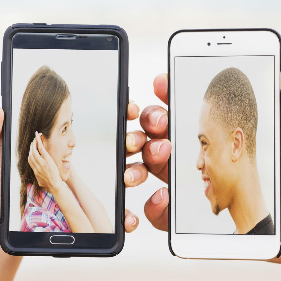 Pantallas de celular con fotos de pareja