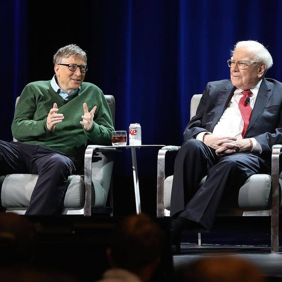 Bill Gates junto a Warren Buffett