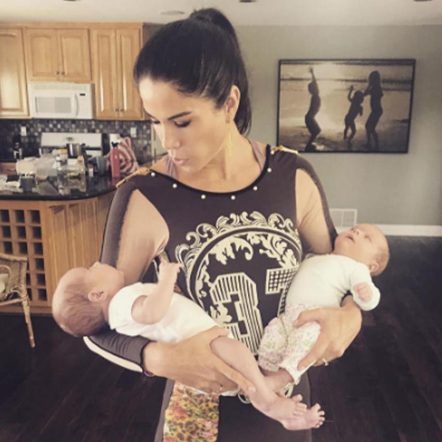 Paola Rojas con los bebés de Ludwika Paleta