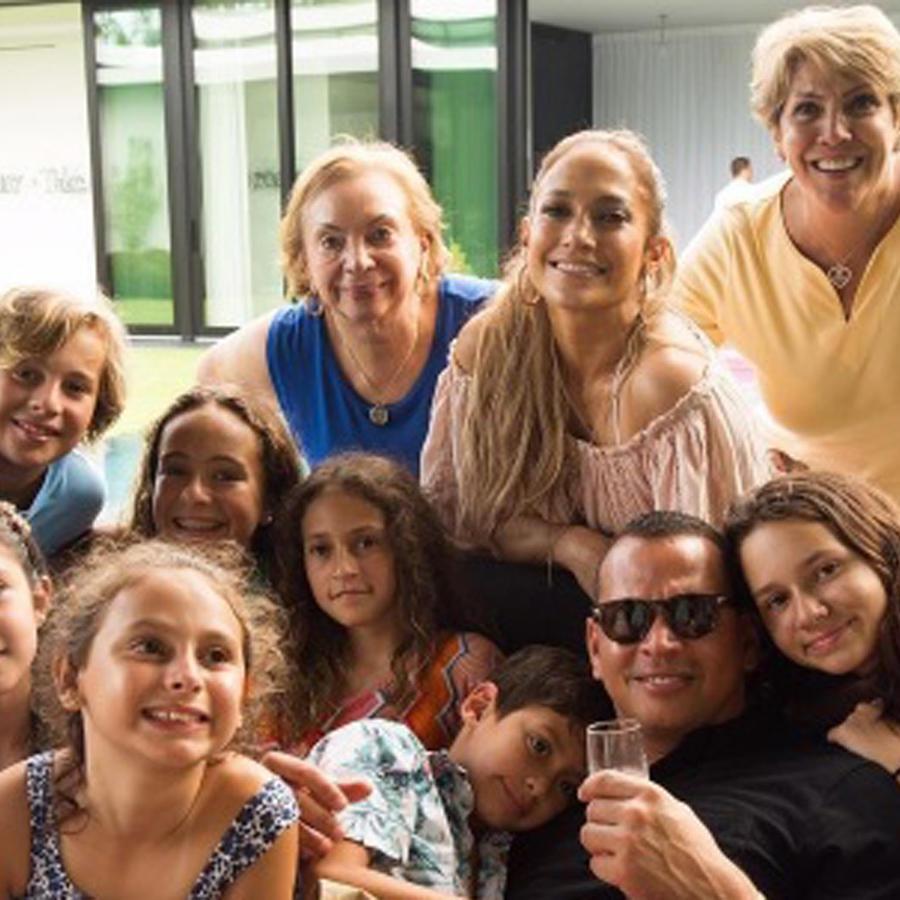 Jennifer Lopez y Alex Rodriguez con sus familias