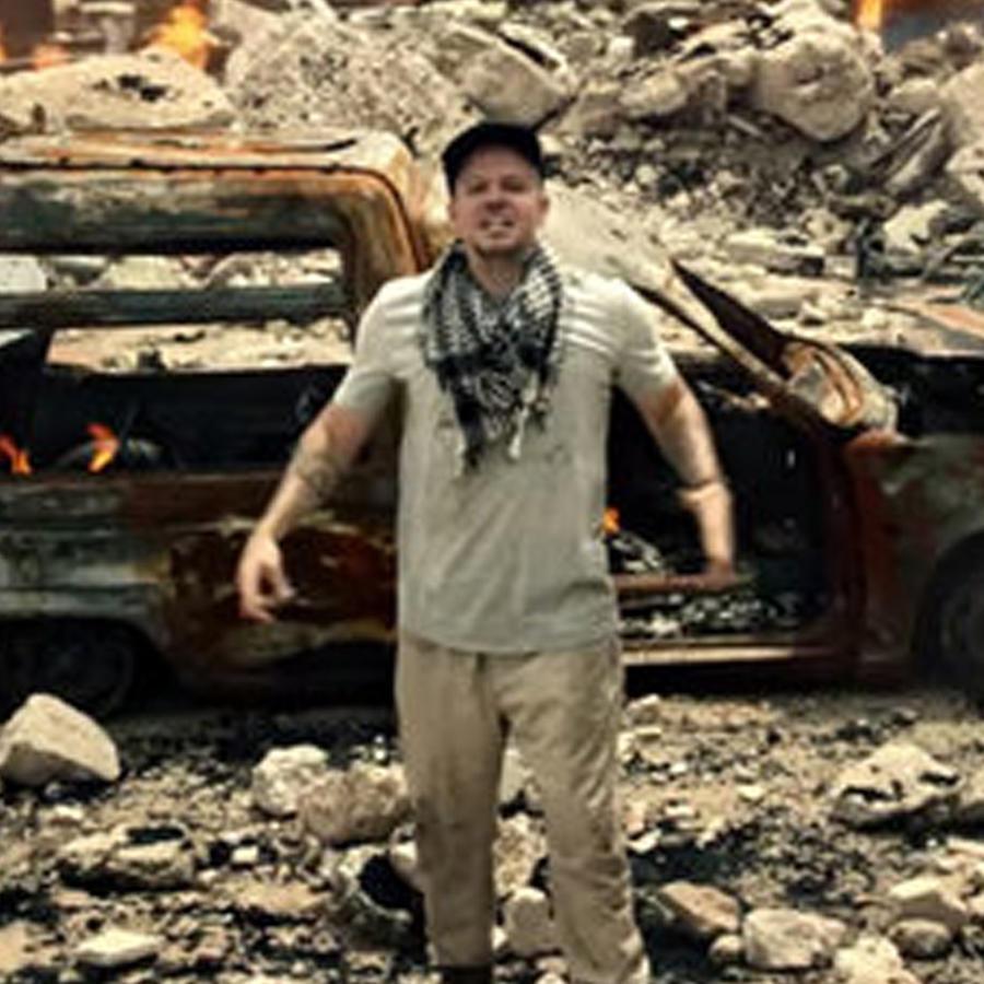 Residente en el video Guerra