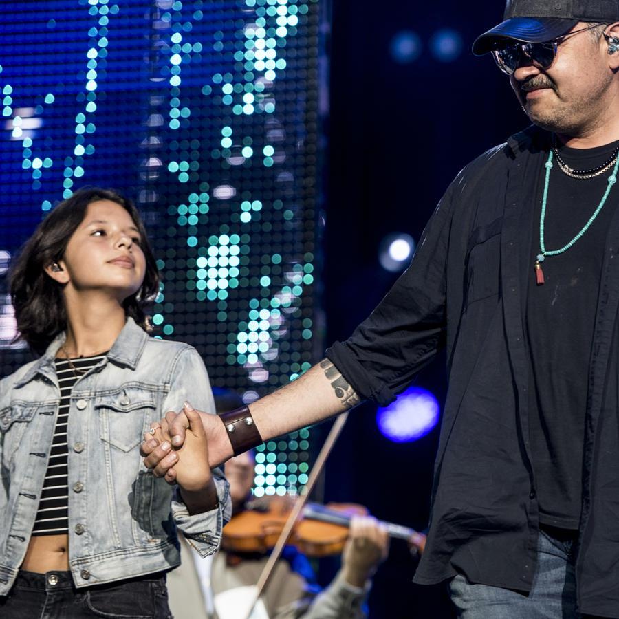 Pepe Aguilar y su hija Ángela derrochan talento en los ensayos de Premios Tu Mundo 2017