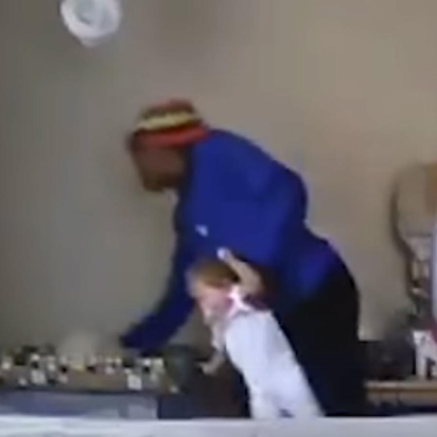 Niñera maltrata a bebé (VIDEO)