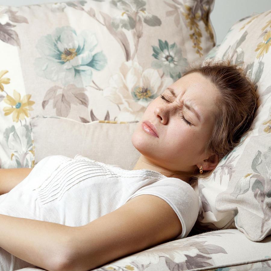 Mujer con malestar abdominal