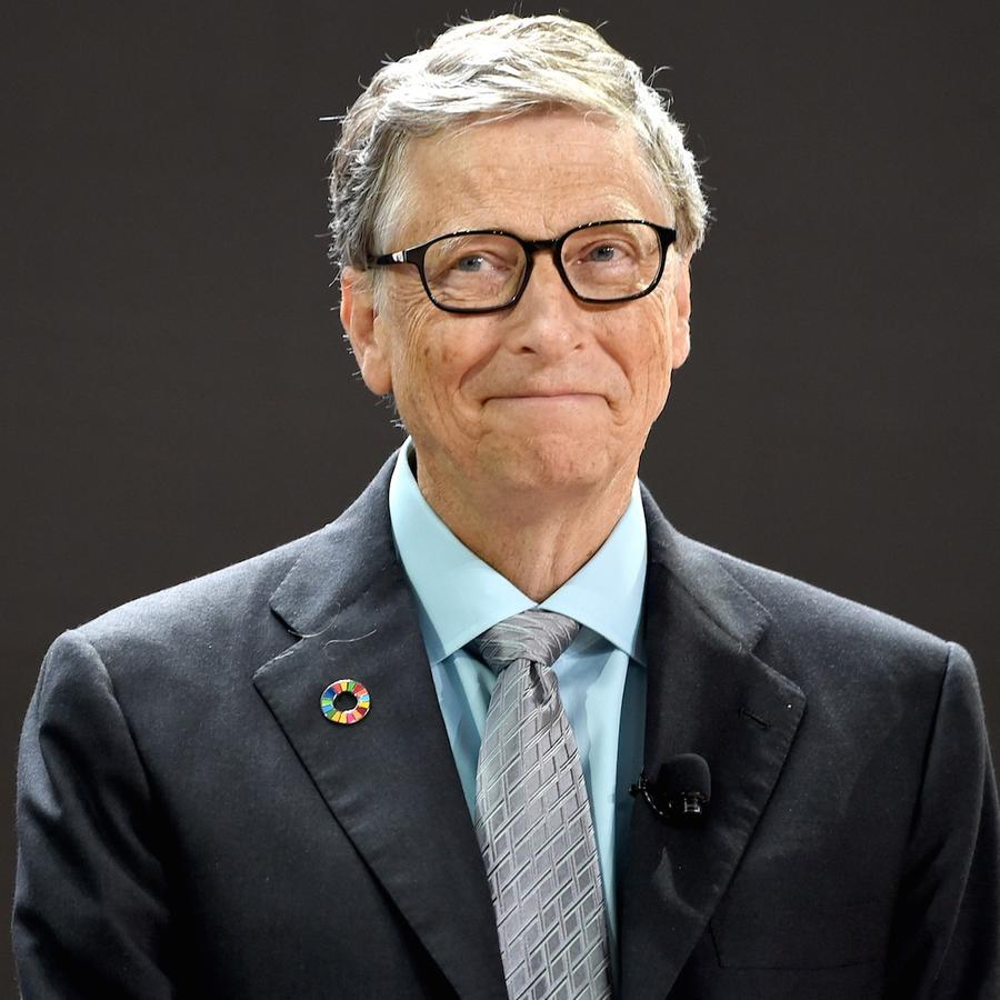 Bill Gates vistiendo un traje