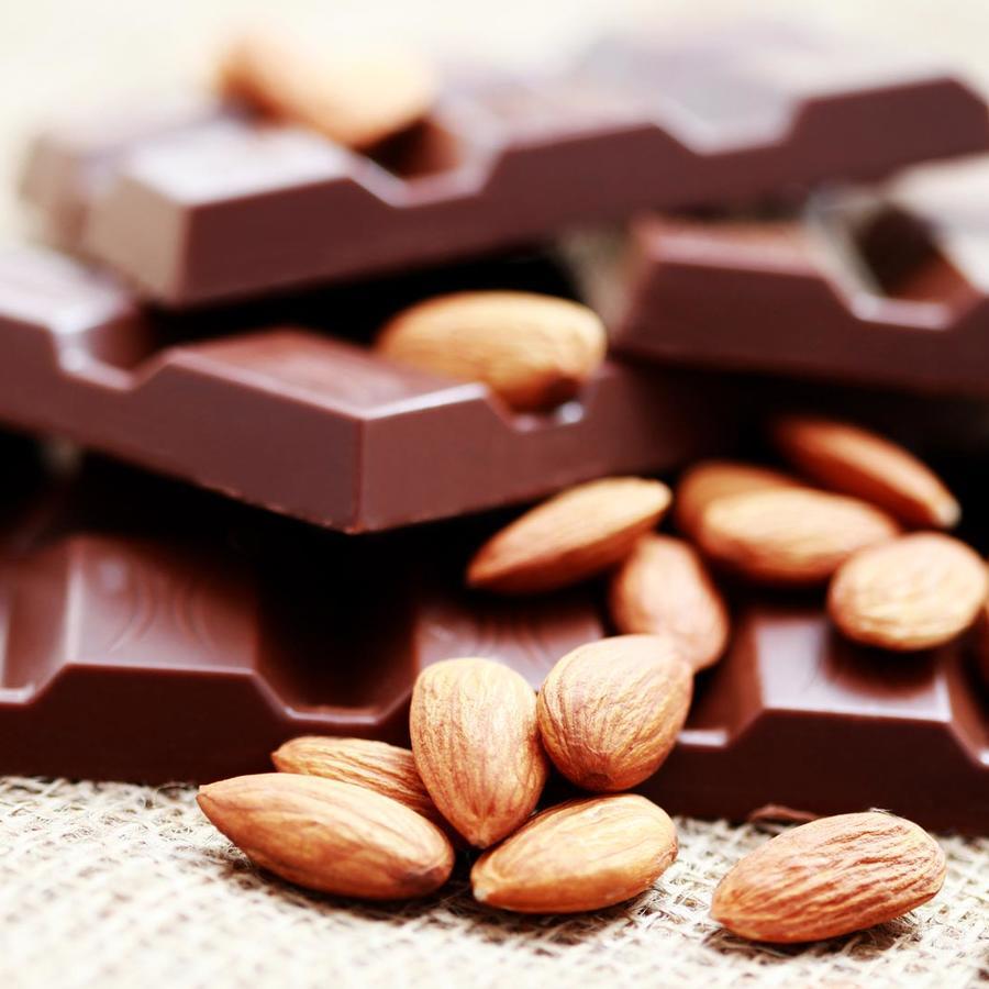Chocolate amargo y almendras