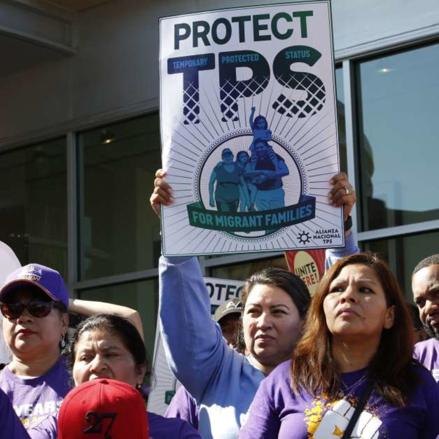 Manifestantes protestan a favor del TPS