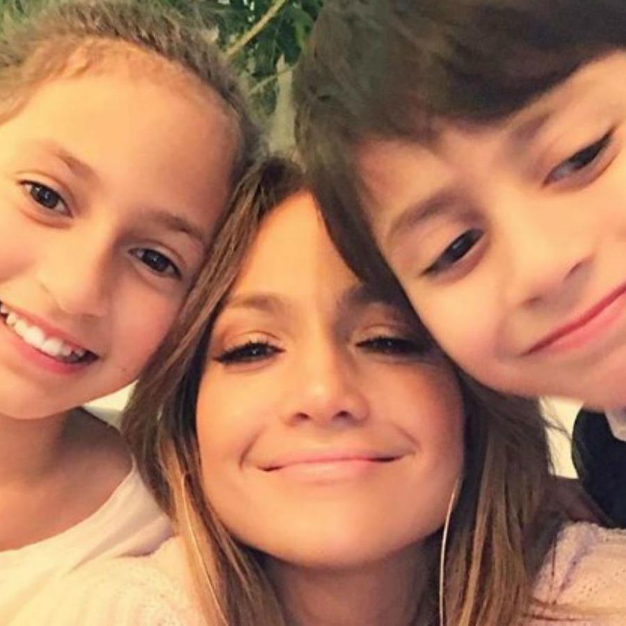 Jennifer Lopez con sus mellizos