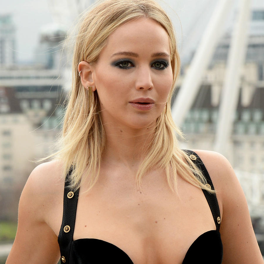 Jennifer Lawrence con vestido escotado