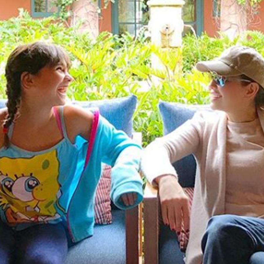 Thalía y su hija Sabrina riendo