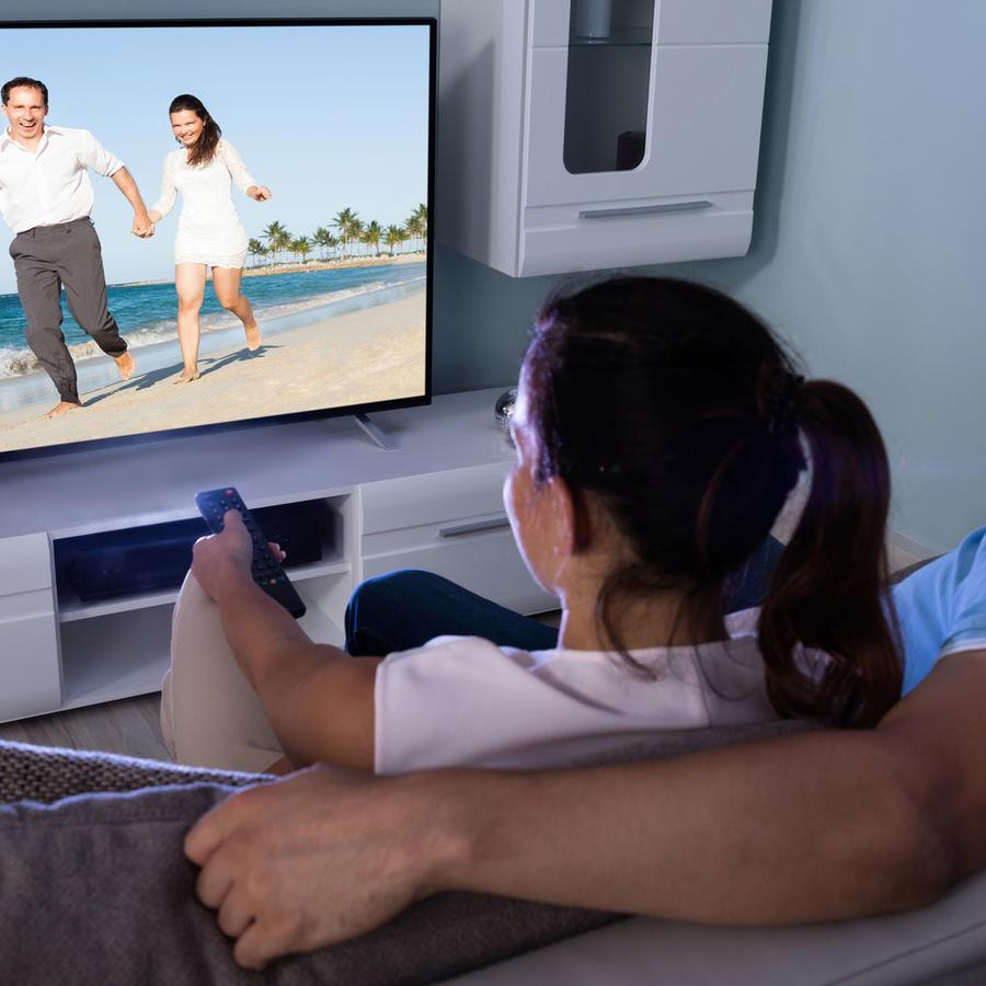 Pareja viendo TV