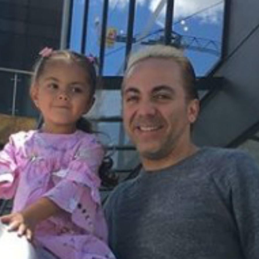 Cristian Castro con su hija