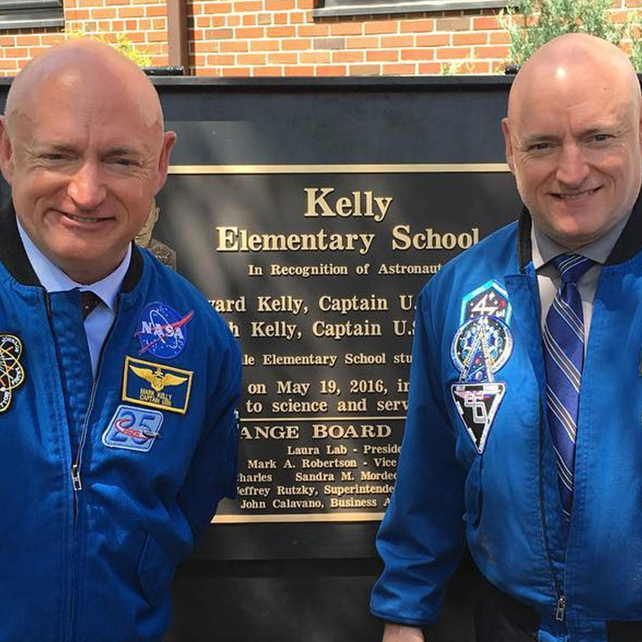 Astronautas Scott y Mark Kelly