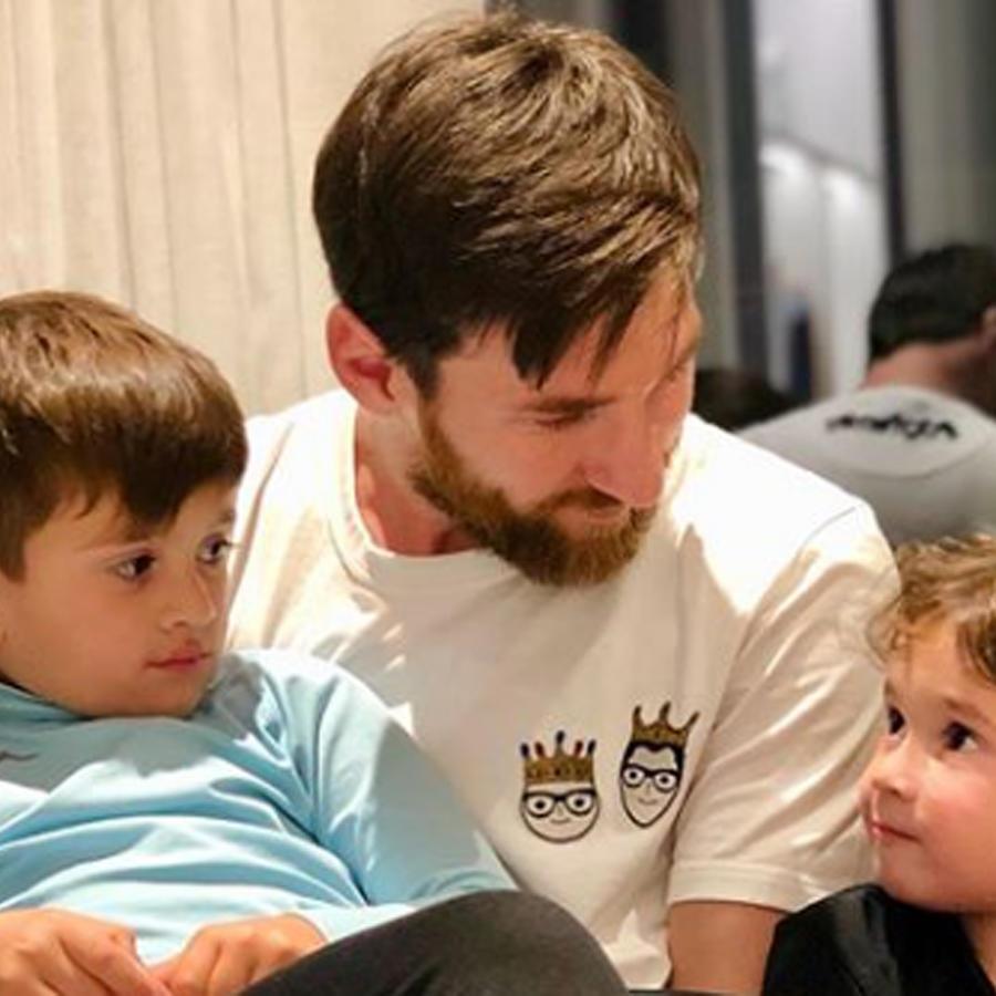 Leo Messi cargando a Thiago y a Mateo