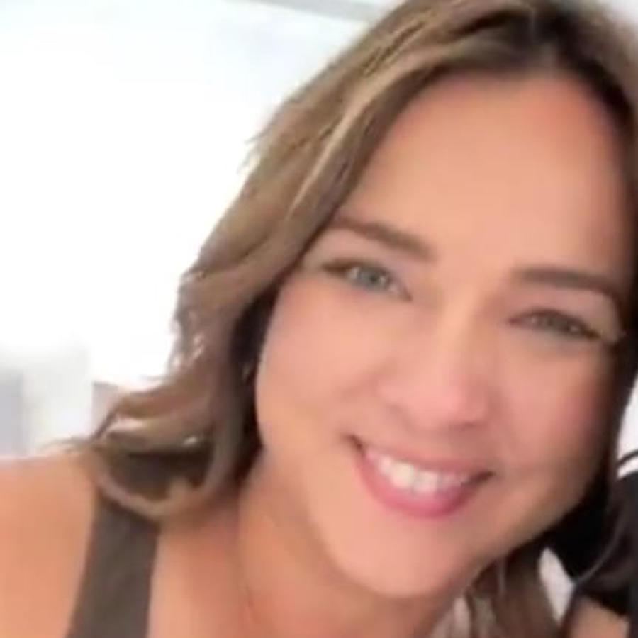 Adamari López sonriendo