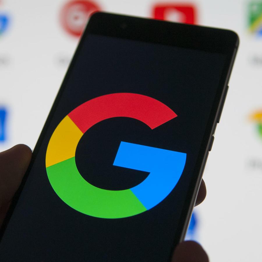 Celular con logo de Google