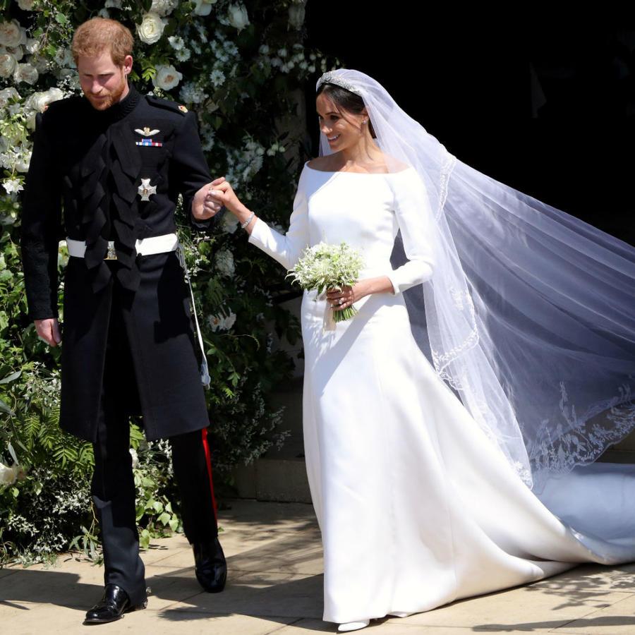 Meghan Markle y el príncipe Harry saliendo de la capilla de St. George