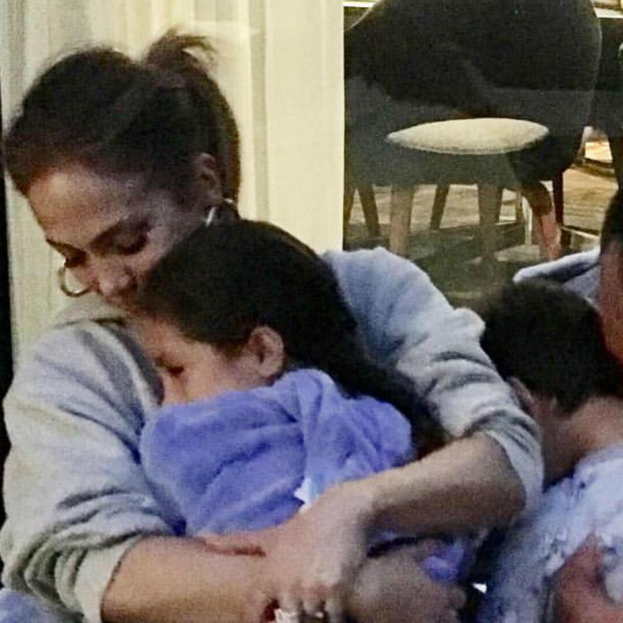 Jennifer Lopez con sus hijas