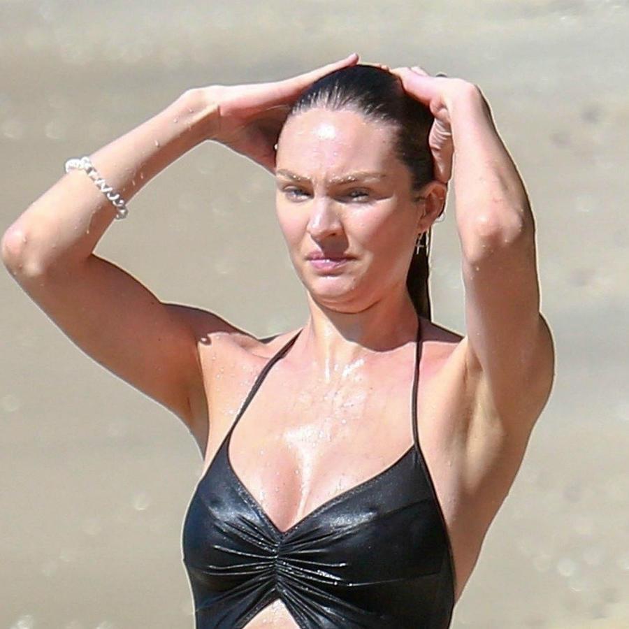 Candice Swanepoel con monokini negro