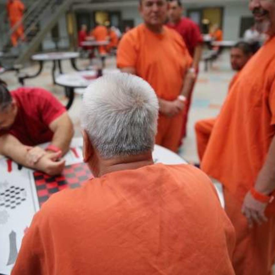Inmigrantes detenidos en una cárcel en el sur de California.