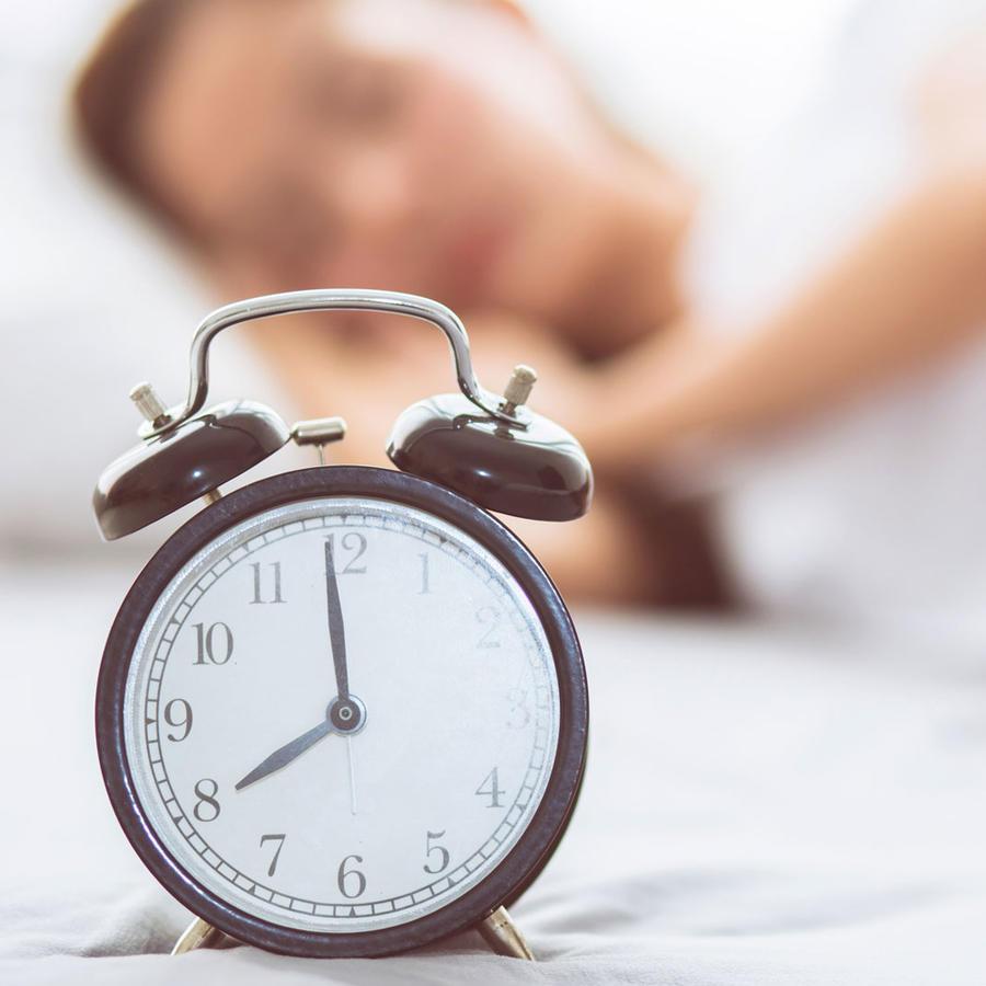 Adolescente durmiendo hasta tarde