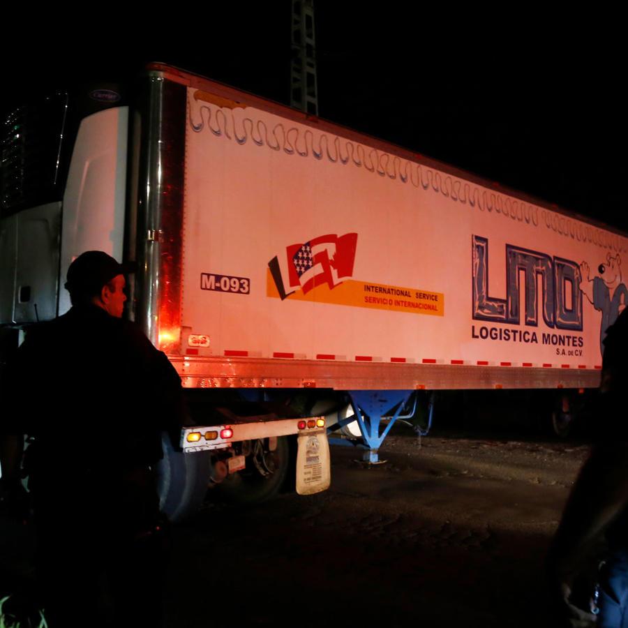 Un traíler con los cuerpos de más de 100 personas del instituto forense de Jalisco