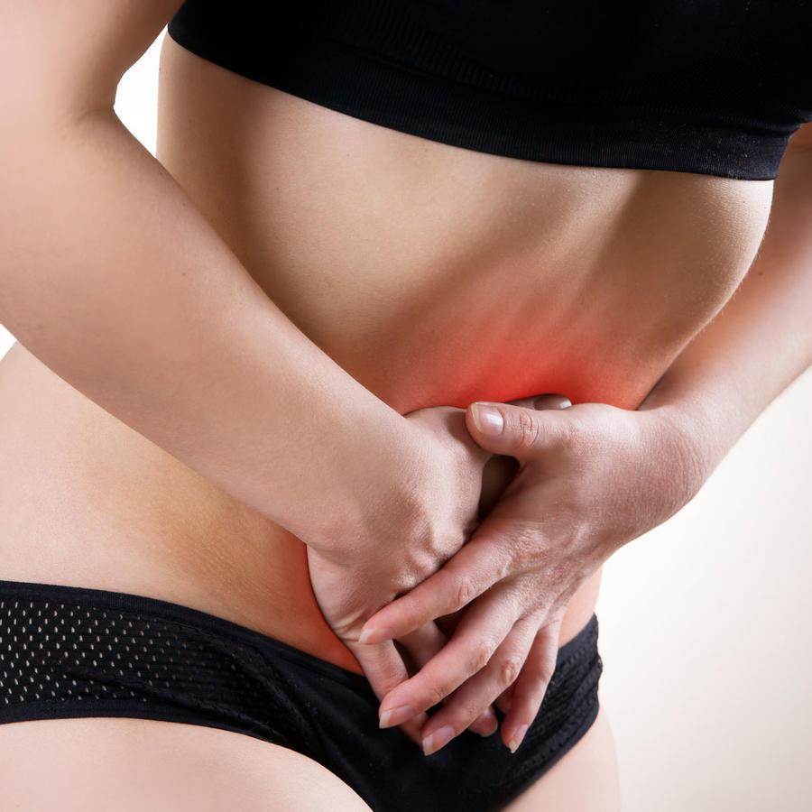Mujer con intenso dolor abdominal