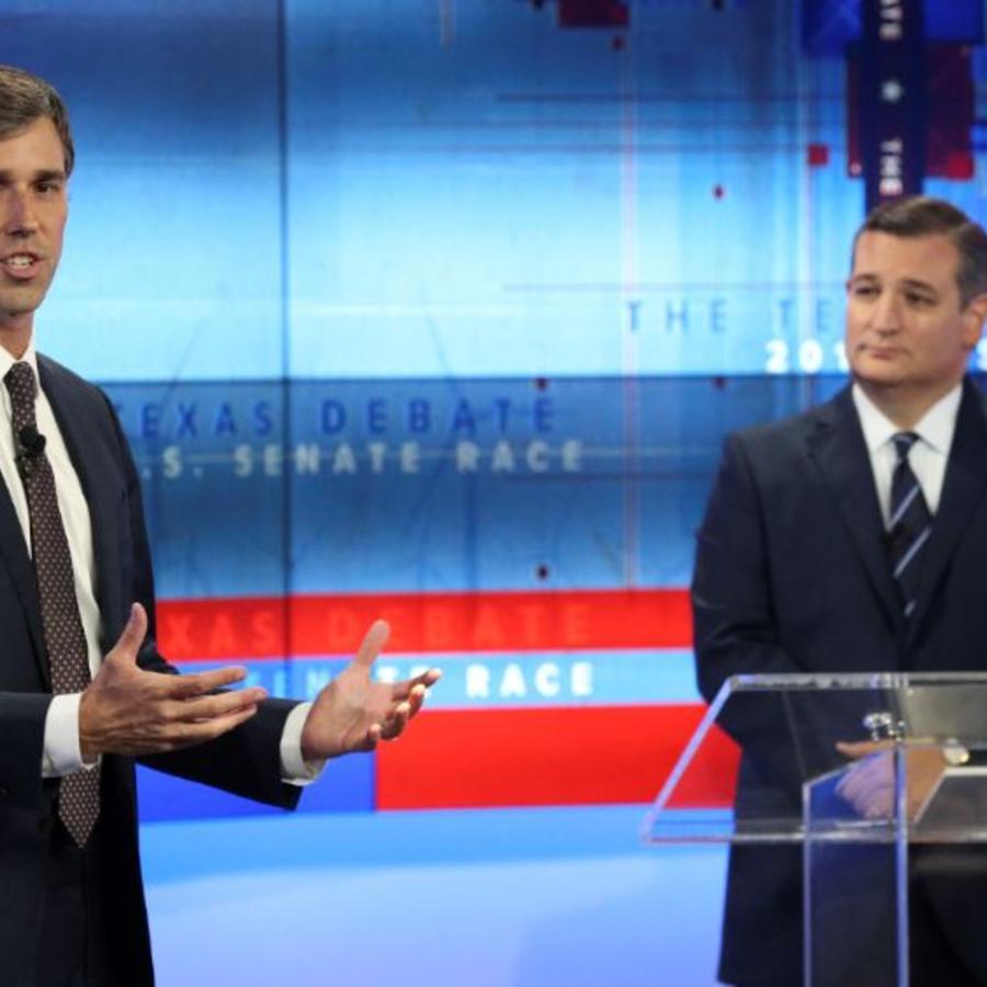 El aspirante demócrata al senado por Texas, Beto O'Rourke, y el senador republicano por este estado, Ted Cruz, este martes en un debate en San Antonio.