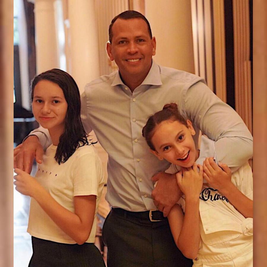 Alex Rodriguez con sus hijas